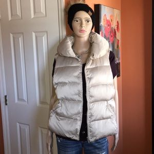Ann Taylor down filled puffer vest in champagne